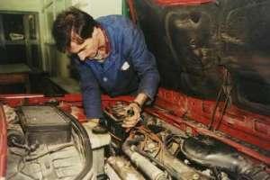 Igor u sat vremena može rastaviti motor